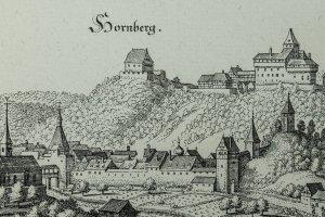 DIe Höhenburg Hornberg liegt über der kleinen Stadt.