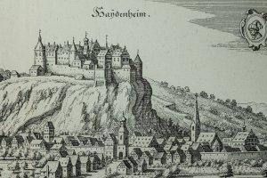 Eine gewaltige Burganlage erhebt sich über der Stadt Heidenheim.