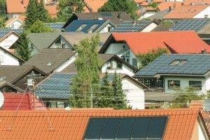 Das Potential von Photovoltaik und Solarthermie auf Hausdächern ist riesig.