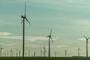 Windparks erzeugen in Norddeutschland große Mengen regenerative Energie.