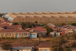Gebäude und Gewächshäuser am Standort Yatta.