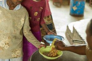 Täglich erhalten die Kinder eine warme Mahlzeit.