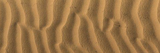 Wellen im Wüstensand