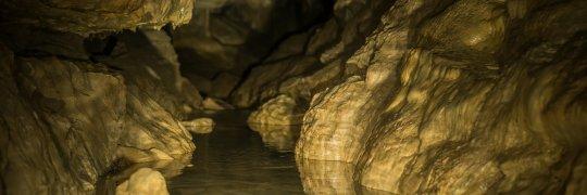 Höhlenfluss in der Falkensteiner Höhle