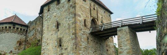 Gut gesicherter Zugang zur Burg