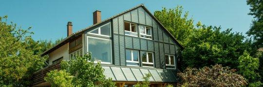 Fassade mit solarthermischem Kollektor